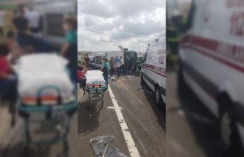 Tekirdağ'da hafif ticari araçla minibüs çarpıştı