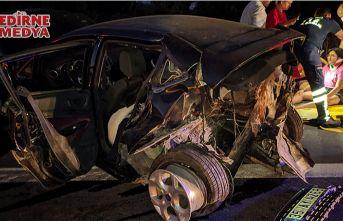 Hurdaya dönen araçta 5 kişi yaralandı