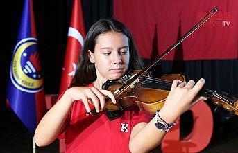 Her öğrenci bir enstrüman çalacak