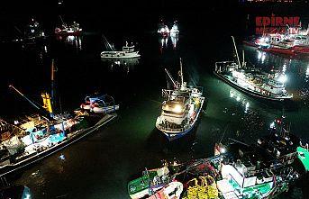 250 tekne hamsi peşinde