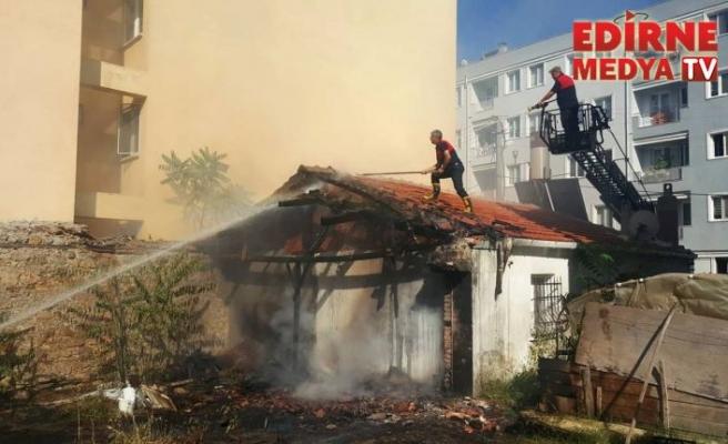 Ahşap evde yangın