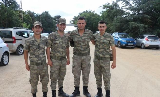 Askerler heyecanlı