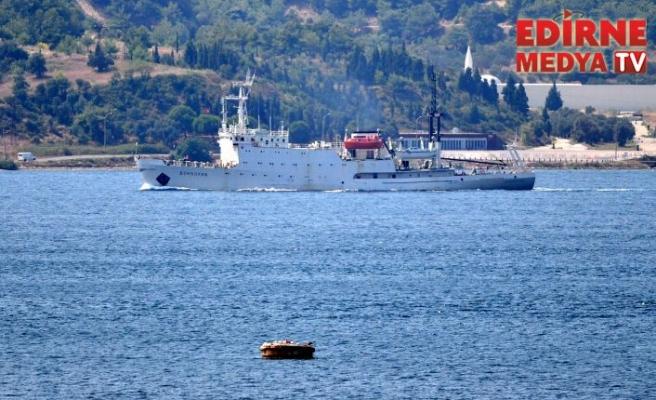 Rus gemisi Boğaz'dan geçti