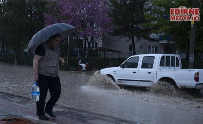 Sağanak yağış etkili oldu