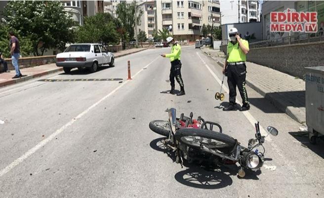 Otomobil motosikletle çarpıştı