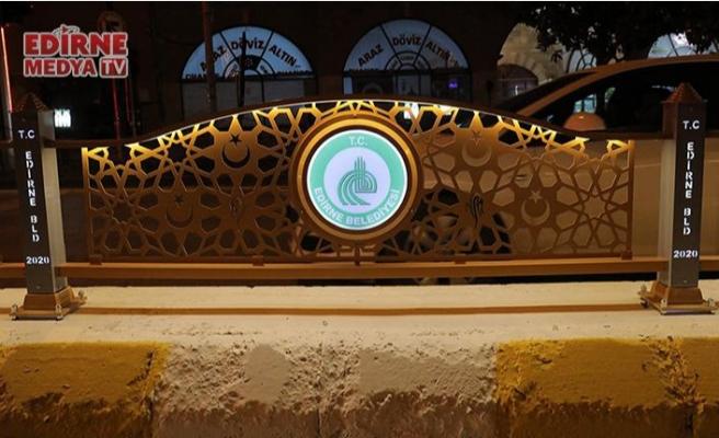 Refüjler yaya güvenliği ve estetik için yeniden düzenlendi