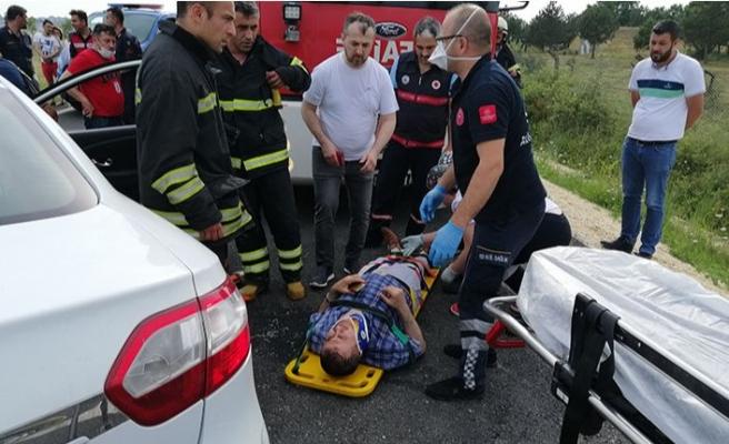 Sıkışan sürücüyü itfaiye ekipleri kurtardı