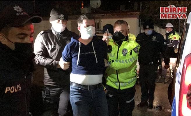 Kısıtlamaya uymayan alkollü sürücü polislere direndi!