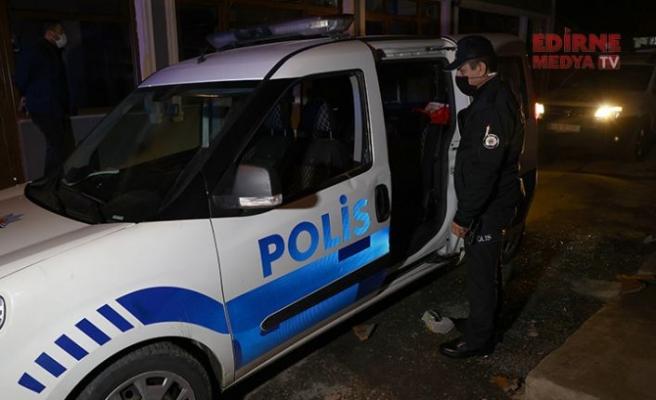 İhbara giden polis, çatıdan atılan kiremitle yaralandı