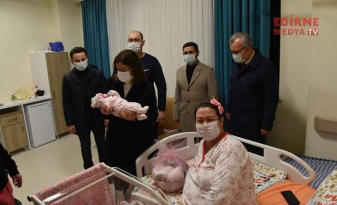 """Yılın ilk bebeği """"Ömer Aras"""" Keşan'da dünyaya geldi"""