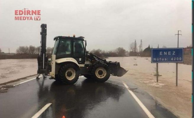 Enez-İpsala kara yolu trafiğe kapatıldı
