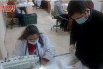 Gönüllülerin ürettiği maskeler köylere dağıtılıyor