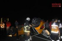 Taksi ters döndü; 6 yaralı