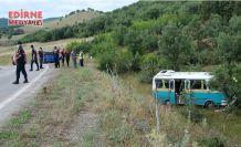 Kontrolden çıkan minibüs yol dışına savruldu!