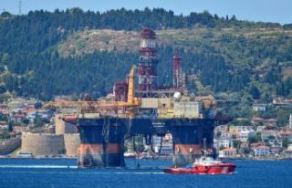 Dev petrol platformu Çanakkale Boğazı'nda