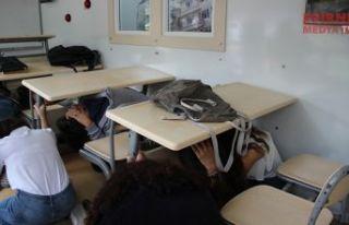 Tırda deprem eğitimi
