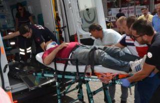 Trafik kazasında yaralandı