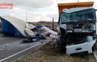 Tır kamyona çarptı; 2 yaralı