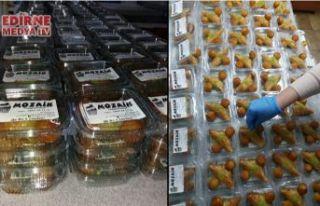 Hastanelere tatlı dağıtıyor!
