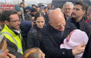 Sığınmacılarla sohbet etti