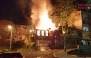 Tarihi bina yandı