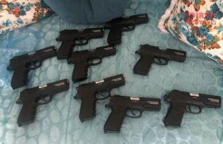 12 ruhsatsız silah ele geçirildi