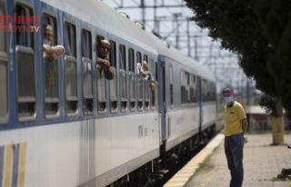 İlk trenle Anavatana geldiler