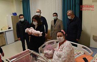 """Yılın ilk bebeği """"Ömer Aras"""" Keşan'da..."""