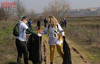 Çöpleri topladılar
