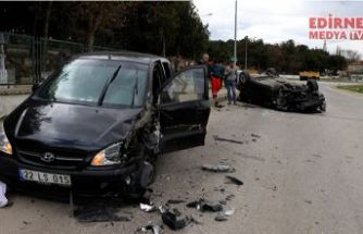 İki otomobil çarpıştı; 4 yaralı