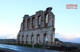 Tarihi duvar için yol kapandı