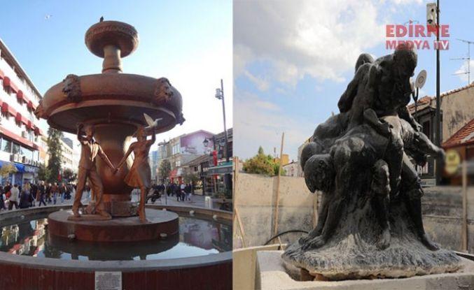 Aşk çeşmesi gitti, Pehlivanlar heykeli geldi