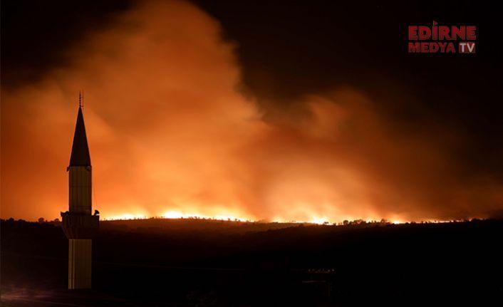 Rüzgar döndü, yangın sınıra dayandı